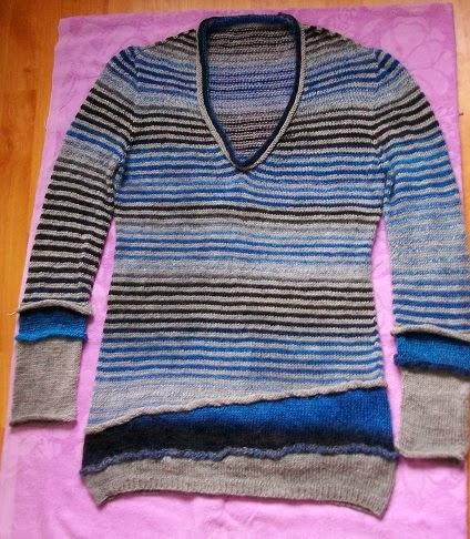 sweter warstwowy w paski
