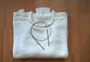 biały letni sweterek