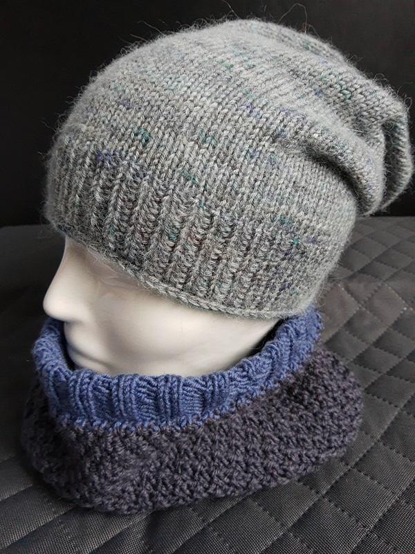 czapka smerfetka na drutach