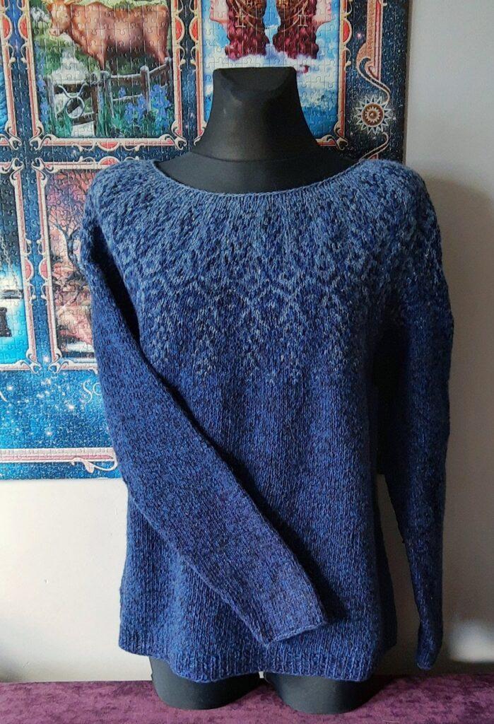 sweter z karczkiem